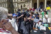 Lansing, Michigan US Coronavirus Pandemic. Barbers giving free haircuts on the lawn of the Michigan State Capitol in protest against emergency orders which keep many businesses closed. The protest, ca... - Jim West - 20-05-2020