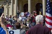 Lansing, Michigan USA. Coronavirus Pandemic Karl Manke Michigan barber, speaking to rally, barbers giving free haircuts on the lawn of the Michigan State Capitol in protest at emergency orders which k... - Jim West - 20-05-2020
