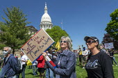 Lansing, Michigan USA. Coronavirus Pandemic rally on the lawn of the Michigan State Capitol in protest at emergency orders which keep many businesses closed. The protest, called Operation Haircut, was... - Jim West - 20-05-2020