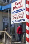 Lansing, Michigan, USA Coronavirus Pandemic, barber shop owned by KarlManke. Manke defied Michigan Gov. Gretchen Whitmer's order closing nonessential businesses during the crisis and became a hero of... - Jim West - 20-05-2020