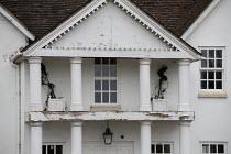 Crumbling facard of a mansion, Stratford Upon Avon - John Harris - 03-06-2020