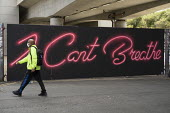 I Can't Breathe Graffiti, neon graffiti by artist David Speed, Shoreditch, East London - Jess Hurd - 09-06-2020