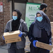 Warren, Michigan USA Coronavirus Pandemic, the Michigan Muslim Community Council distributing food boxes to anyone in need - Jim West - 13-06-2020