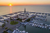 Grosse Pointe Shores, Michigan USA. The Grosse Pointe Yacht Club on Lake St. Clair at sunrise - Jim West - 25-06-2020
