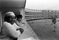 Tenants, Hulme Crescents housing estate, 1978, Moss Side, Manchester - Martin Mayer - 01-07-1978