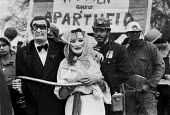Masked rich and miners, Anti-Apartheid protest, London 1982 - Martin Mayer - 14-03-1982