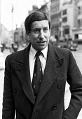 Major John Gouriet outside court, London, 1977 to take out an injunction against the UPW postal union to end their boycott of all telephone calls, mail and telegrams to and from South Africa in protes... - Martin Mayer - 15-01-1977