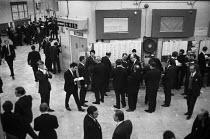 London Stock Exchange trading floor 1971 new building, City of London - Martin Mayer - 26-02-1971