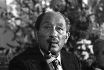 Anwar Sadat, press conference, London, 1975. President of Egypt - Martin Mayer - 08-11-1975