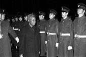 Julius Nyrere, president of Tanzania, London 1975. The anti colonialist is looking uneasy inspecting a military guard of honour outside the Guildhall, City of London, before a banquet inside. - Martin Mayer - 19-11-1975