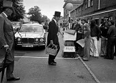 Royal Ascot races 1975 striking stable lads from Newmarket handing out leaflets to racegoers arriving in top hats and morning dress. Ascot racecourse, Berkshire - Martin Mayer - 16-06-1975
