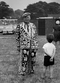 Royal Ascot Berkshire 1970. A boy looking at a Pearly King covered in pearls - NLA - 19-06-1970