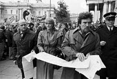 Actors Anti-Apartheid Movement protest 1976 South Africa House, Trafalgar Square, Central London. Albert Finney (R) and Sheila Hancock hand in a petition demanding the release of political prisoners. - Peter Arkell - 13-10-1976
