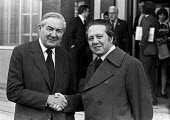 Jim Callaghan meeting Mario Soares, PM of Portugal 1975 Labour Party conference, Blackpool. Mario Soares was the first elected head of state after the fall of Marcelo Caetano in the Carnation Revoluti... - Peter Arkell - 02-10-1975