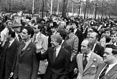 Jimmy Carter and Pierre Trudeau (R) G7 economic summit 1977 surrounded by security men and press during an unscheduled walk about in St James Park, London, at the - Peter Arkell - 07-05-1977
