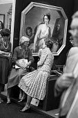 Women in discussion, art sale, Cork Street, London 1980. Antiques and Art for sale at a gallery: an Allegory of Painting - Ray Rising - 08-09-1980