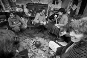 Greenham Common womens peace camp, 1984. Talking to visitors and relaxing at the camp with an open fire outside the Greenham RAF air base, near Newbury, Berkshire. - Katalin Arkell - 24-02-1984