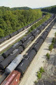 Pennsylvania, USA. Empty LNG railway tankers stored in a railyard. Southwest Pennsylvania has seen intense activity in hydraulic fracking for natural gas. - Jim West - 25-09-2020