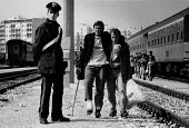 Albanian refugees Railway station, Brindisi, Italy 1991, boarding trains for a new life in northern Italy. Fleeing the collapse of communism in destitute Albania. - Melanie Friend - 15-03-1991