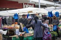 Shoppers, Watney Market, Stepney, East London. - Jess Hurd - 15-10-2020