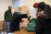 Council volunteers giving out free school meals to help families in need. Tower Hamlets Council free school meals scheme to tackle hunger in children during the October half term school holiday. Gayto... - Jess Hurd - 30-10-2020