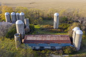Michigan, USA, Disused old grain silos on a farm - Jim West - 28-10-2020