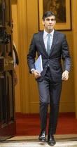 Rishi Sunak Spending Review, leaving No 11 Downing Street, Westminster, London - Jess Hurd - 25-11-2020