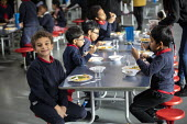 Lunch in a class bubble, Lansbury Lawrence Primary School during Covid pandemic lockdown, Poplar, East London. - Jess Hurd - 27-11-2020