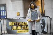 Protest against Julian Assange extradition, The Old Bailey, London. Extradition verdict at the hearing at the court. Placard message to journalists: Do What's Right Not What's Best For Your Career - Jess Hurd - 04-01-2021