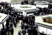 Budy Stock Exchange trading floor, The City of London, 1986 despite much trading switching to computers after the Big Bang' - Martin Mayer - 01-10-1986