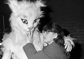Blind child visiting The Polka Theatre London 1988. Investigating the face of one of the cats after a show at the Polka Theatre in Wimbledon, South London. - Peter Arkell - 29-02-1988