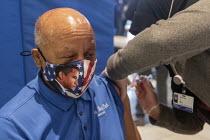 Detroit, USA: Vaccination against the coronavirus, Detroit Health Department weekend community clinic. Elderly African American man receiving the Moderna vaccine - Jim West - 27-02-2021
