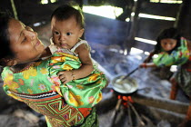 04-05-2010 - Tule women cooking their home. This village of Indigenous Tule have been displaced by conflict, to the Panama border region of the Darien gap. There are only a few thousands Tule left and their langua... © Boris Heger