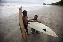 14-08-2011 - The young surf champion PJ and his brother discussing how to catch the best waves before heading into the water. Choco, Colombia. © Boris Heger