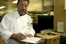 08-10-2007 - A cook at the St. Francis Hotel, one of the most luxurious hotels in the USA, San Francisco © David Bacon
