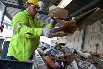 19-02-2015 - California- Workers sorting paper, cardboard, plastic, glass and metal from trash collected in Oakland. California Waste Solutions sorting facility. © David Bacon