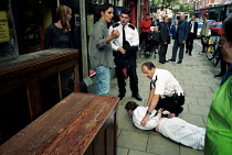 22-07-2000 - Police Officers apprehend a suspected shoplifter . Islington London © Duncan Phillips