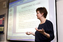 29-05-2008 - University professor teaching an evening class in creative writing. © Duncan Phillips
