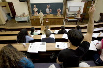 16-03-2005 - Students in a university lecture. © Duncan Phillips