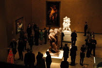 22-10-2003 - Visitors to The Hayward Gallery viewing works of art by Antonio Canova, Jacob Epstein and Diego Velazquez. The works form part of the exhibition Saved, 100 Years of the National Art Collections Fund e... © Geoff Crawford