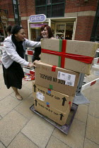 12-04-2005 - Two shopworkers pushing boxes up the street in Leeds, Yorkshire © Paul Herrmann