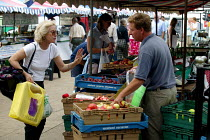 20-09-2003 - Shopping for fruit at a Saturday farmer's market where local farmers sell their produce, Stratford on Avon Warwickshire. © John Harris