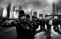 28-03-1984 - Police and striking miners at dawn, Lea Hall Colliery 1984 and Rugeley B Power Station, Staffordshire, in the first weeks of the Miners strike against pit closures © John Harris