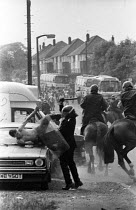 18-06-1984 - Battle of Orgreave 1984. Senior police officer attacking a picket guarding his car. The attempt to prosecute the miner for riot collapsed. Orgreave coking plant Miners strike Sheffield South Yorkshire © John Harris