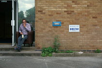 29-09-2015 - Taking a break, industrial estate, Stratford Upon Avon © John Harris