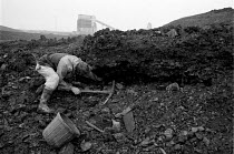 31-10-1984 - Striking miner riddling for coal, South Kirby slagheap, 1984, collecting fuel for the winter, South Kirby, Yorkshire © John Harris