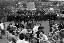 28-05-1984 - Battle of Orgreave. Police charging picketing miners, Orgreave coking plant. Miners strike, South Yorkshire © John Harris
