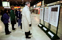 25-01-2000 - Commuters read Connex train delays and cancellations board at London Bridge Station. Drivers on the first in a series of one day strikes, ASLEF trades union. Workers are in dispute over working hours... © Jess Hurd