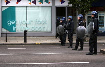 08-08-2011 - Riots spread to Hackney following the fatal police shooting of Mark Duggan, East London. © Jess Hurd