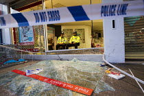 08-08-2011 - Police protect Argos as riots spread to Croydon following a fatal police shooting. Riot police struggle to maintain order as roiting spreads across the country after Mark Duggan, 29 was killed. East L... © Jess Hurd
